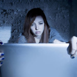 acoso-mujer-cyber-bullying-redes