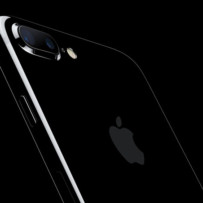 Ventas del iPhone disparan 6% en Bolsa a Apple