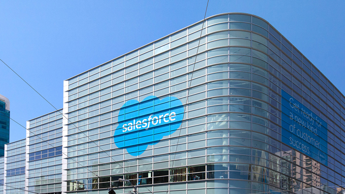 Salesforce supera estimaciones de Wall Street; bajan acciones
