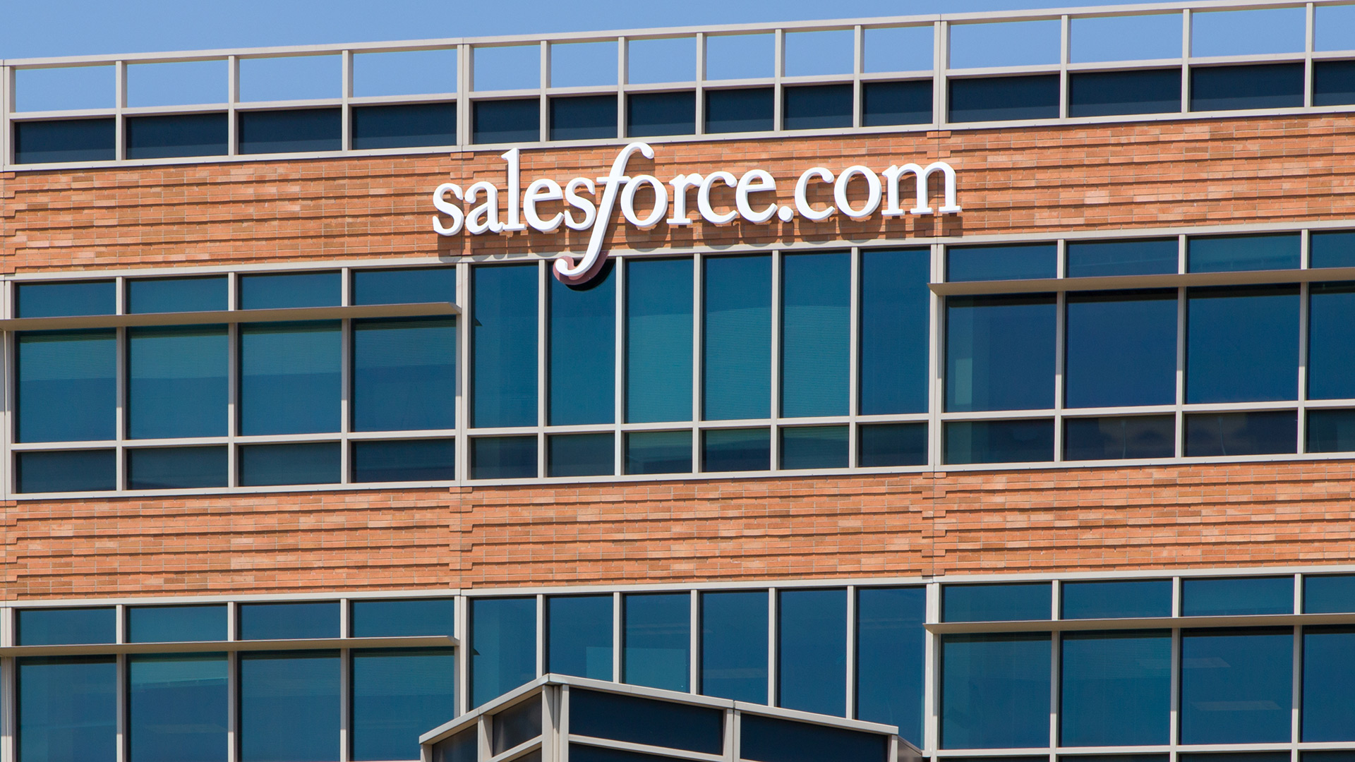 Con Essentials, Salesforce duplica su base de empresas pequeñas