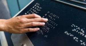 Apple, Google y Microsoft lanzan estándar USB para dispositivos Braille